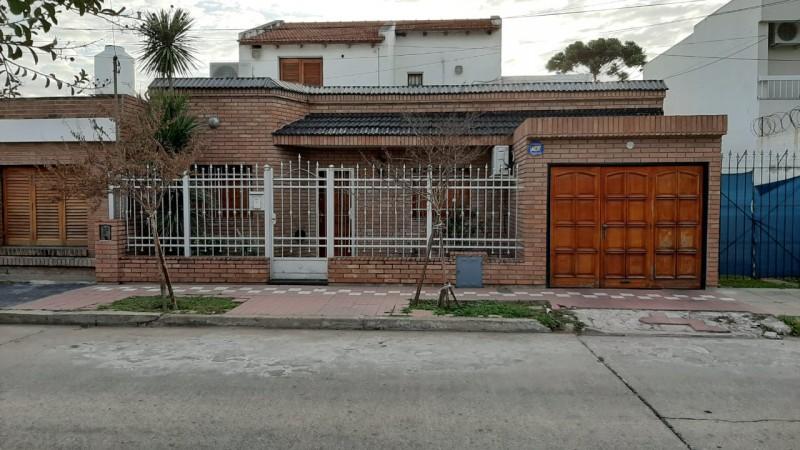 CENTENARIO  VENTA CASA 5 DORM SOBRE FCO.AGUIRRE