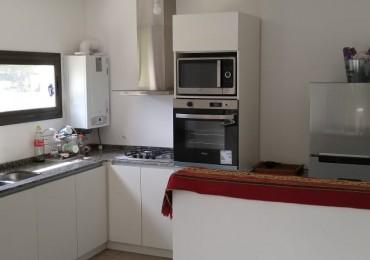 LOS CAROLINOS HERMOSA CASA DENTRO DE HOUSING